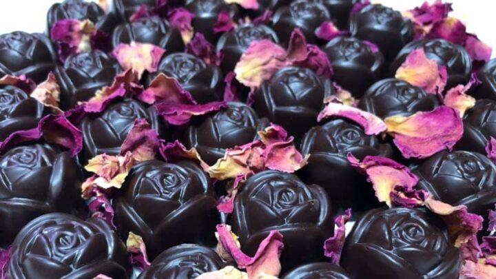 DULCIURI DIN CIOCOLATA VEGANA praline ciocolata cu trandafiri